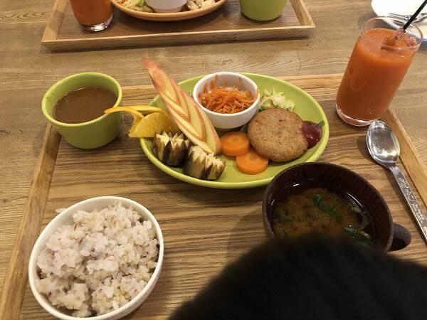 大高新鮮多菜カフェ「にんじん」