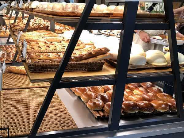 パンのトラ八事店の高級食パンモーニング